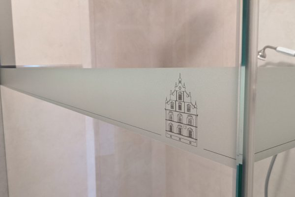 Folienbeschichtung auf Duschwand