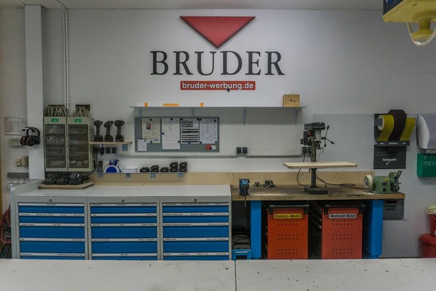 Bruder Werbung - Werbetechnik Schilder & Aussenwerbung