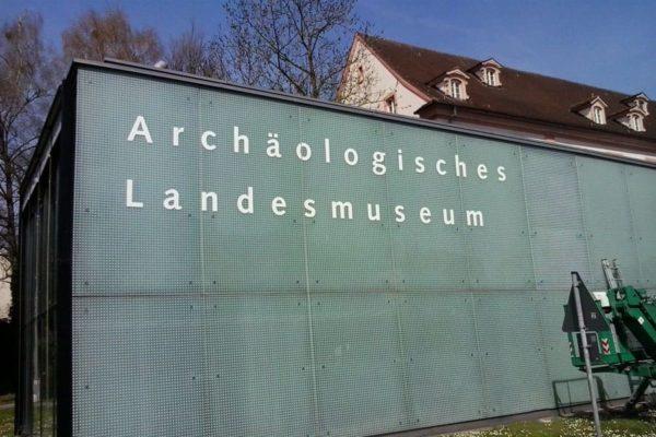 fassadenbeschriftung-museum